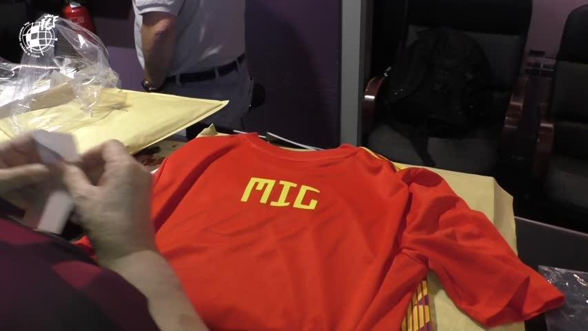 Listas camisetas de la Selección Española de Fútbol para niños rescatados  de cueva en Tailandia b428809d2142f