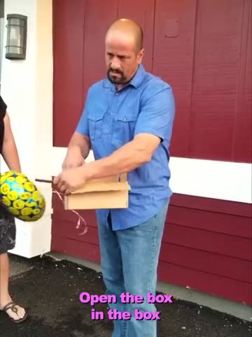 Colorblind Dad Gets the Gift of a Lifetime From Daughter