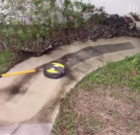 Video: Man Power-Washed Driveway, the Result Is Almost Too Satisfying to Handle