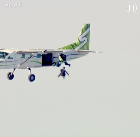 Video: Skydivers Make Parachute-Free Jump From 25,000 Feet